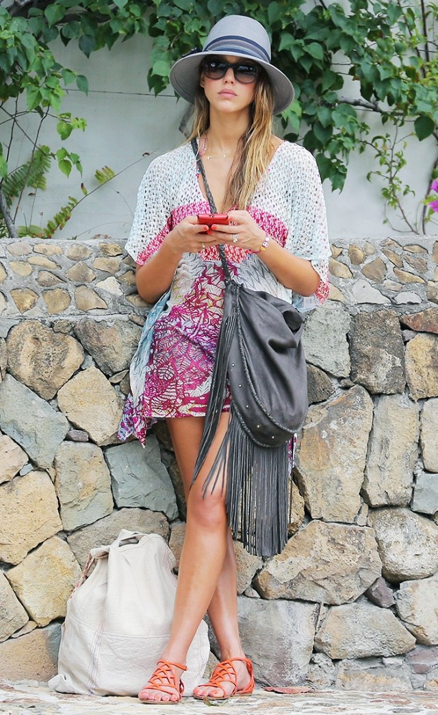 the-best-celebrity-vacation-looks-period-1745635-1461611323.640x0c