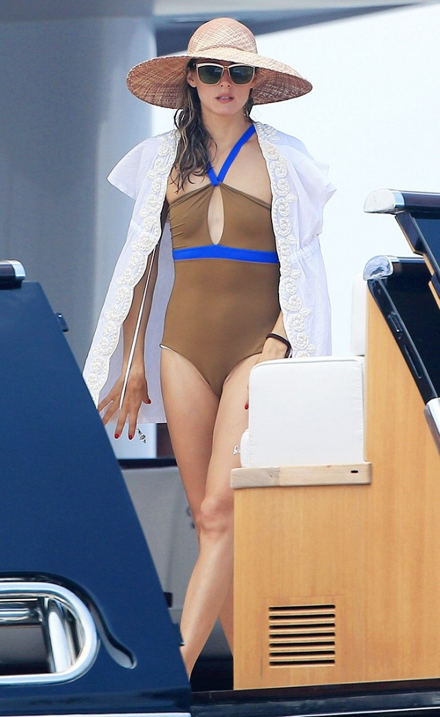 the-best-celebrity-vacation-looks-period-1745636-1461611325.640x0c