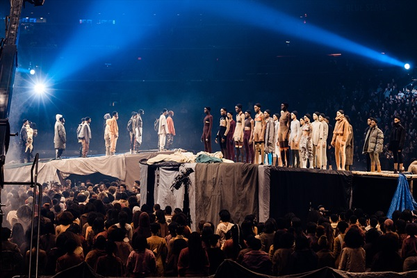 yeezy-season-3-closer-look-on-stage-03