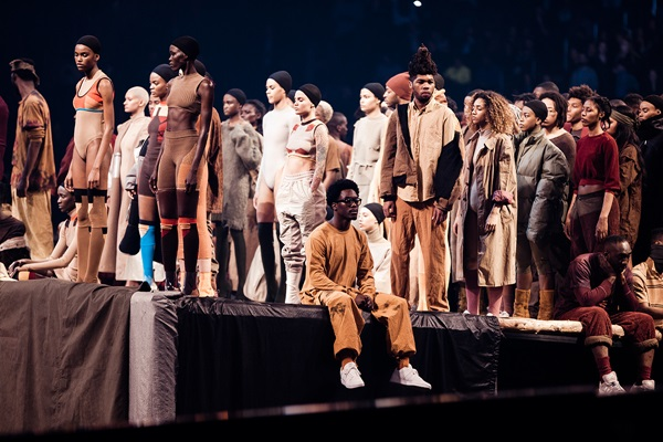 yeezy-season-3-closer-look-on-stage-05
